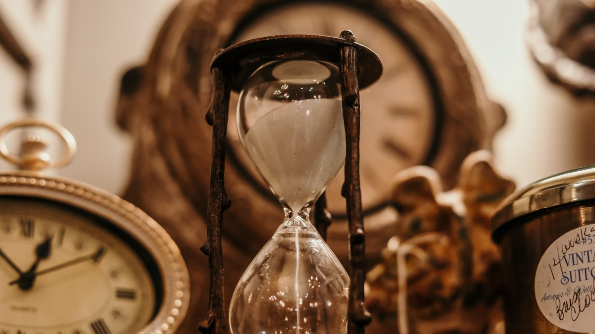 Apakah perjalanan waktu itu ada, time travel masa depan